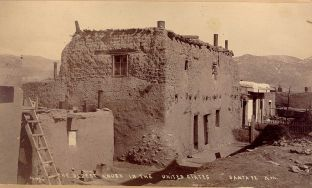 800px-Oldest_House_in_Santa_Fe_New_Mexico